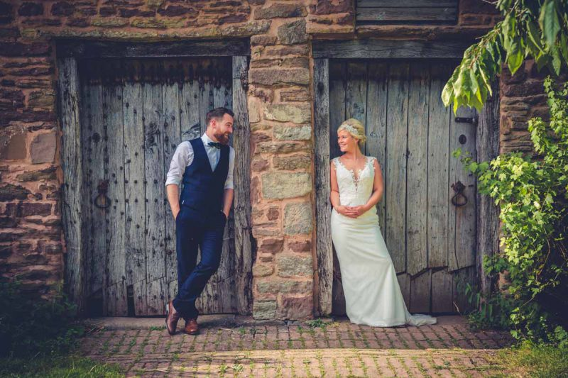 bride groom portraits old doorways
